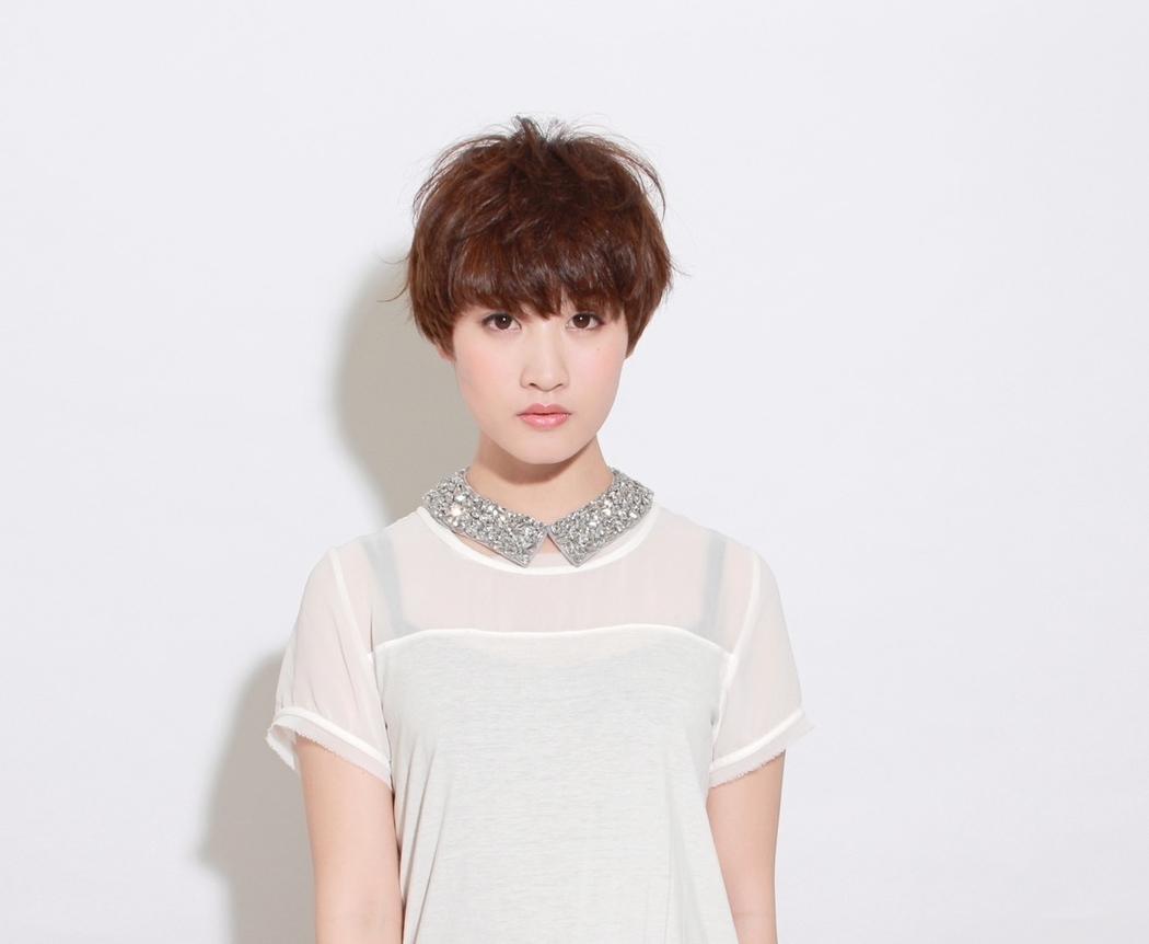 栗原貴史さんのヘアスタイルの写真。テーマは『ヘアスタイル、PEEKABOO、トレンド、夏オススメ』