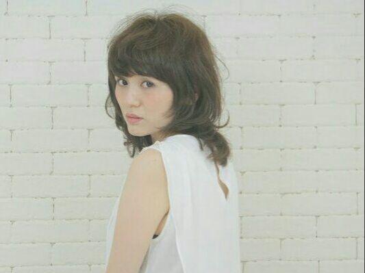 栗原貴史さんのヘアスタイルの写真。テーマは『PEEKABOO、peekaboo、ヘアスタイル、夏オススメ、くせ毛風、パーマ』