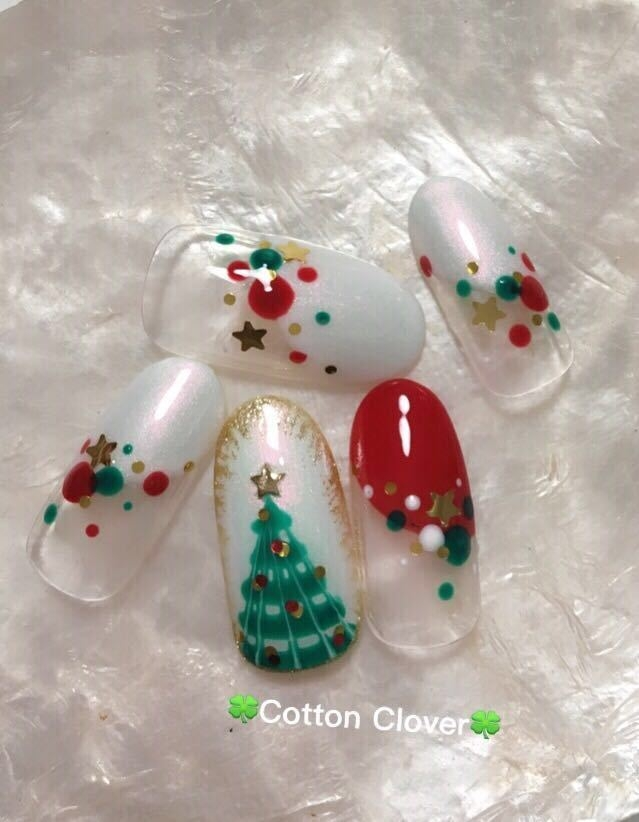 Nail salon Cotton Cloverさんのネイルデザイン 『クリスマスネイル☆クリスマ』 , tredina