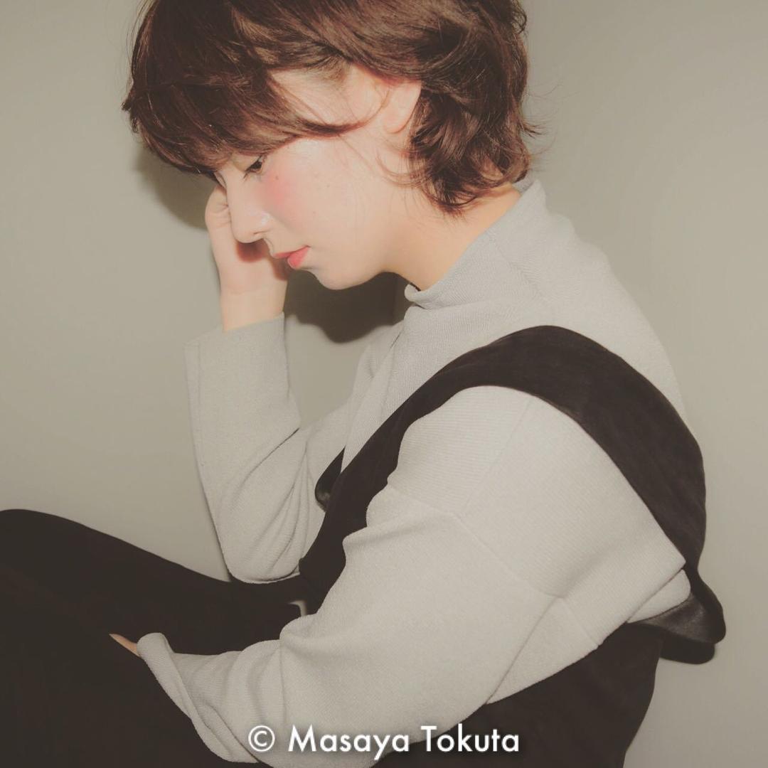 徳田誠也さんの写真。テーマは『おフェロ、秋カラー、アッシュグレージュ、パーマ、くせ毛風、ショート、ボブ、マッシュ、ヘアアレンジ、耳かけ』
