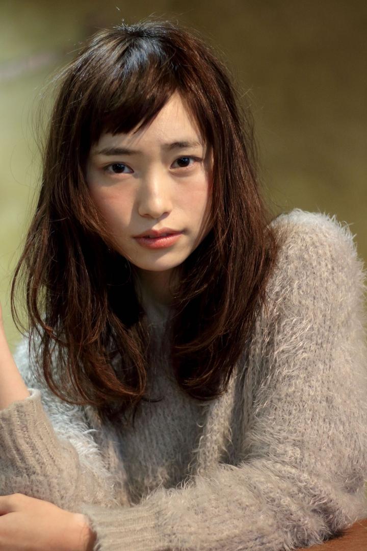 takayukiさんのヘアスタイルの写真。テーマは『秋カラー、おフェロ、パーマ、ロング、セミロング、ベビーバング』