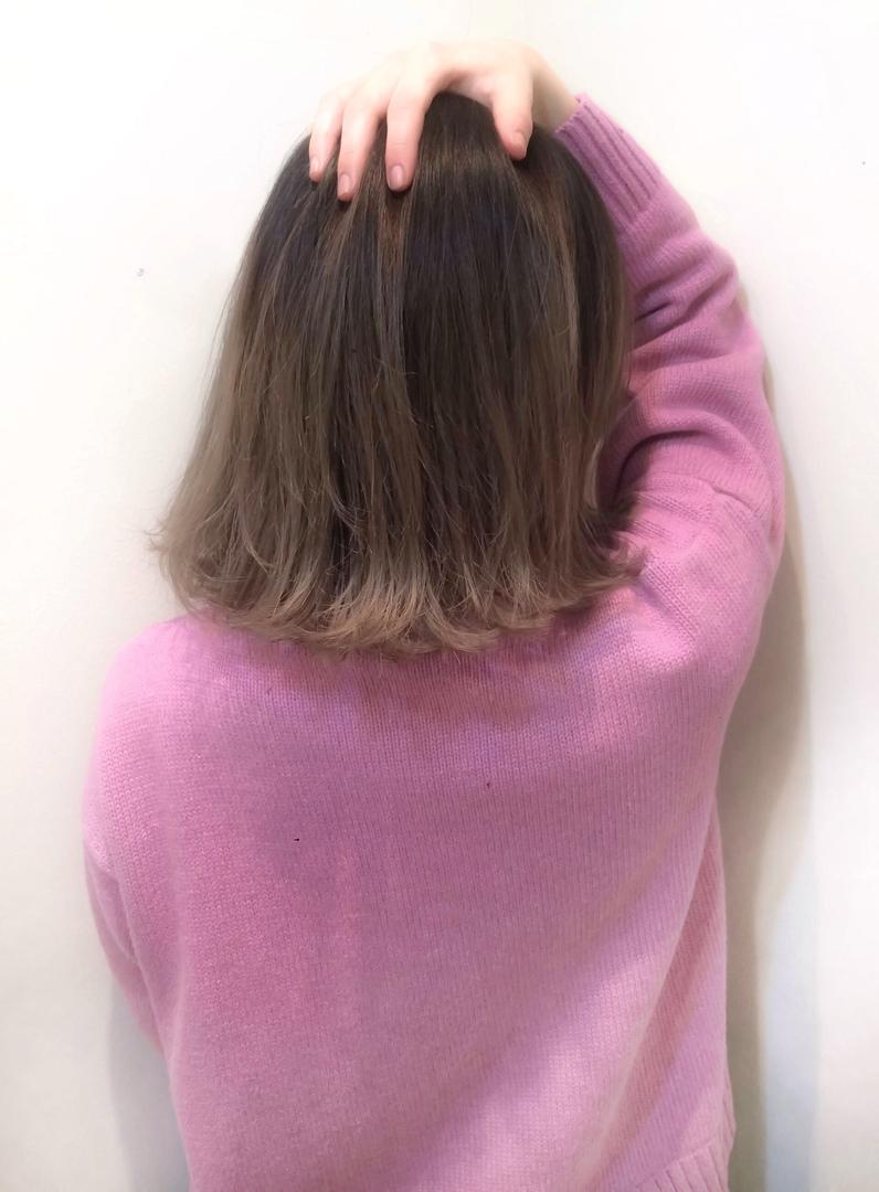 スガ シュンスケさんのヘアスタイルの写真。テーマは『グラデーション、グラデーションカラー、ハイライト、ダークトーン、暗髪、外国人風、外国人風カラー、ミディアム、ボブ、レイヤー』