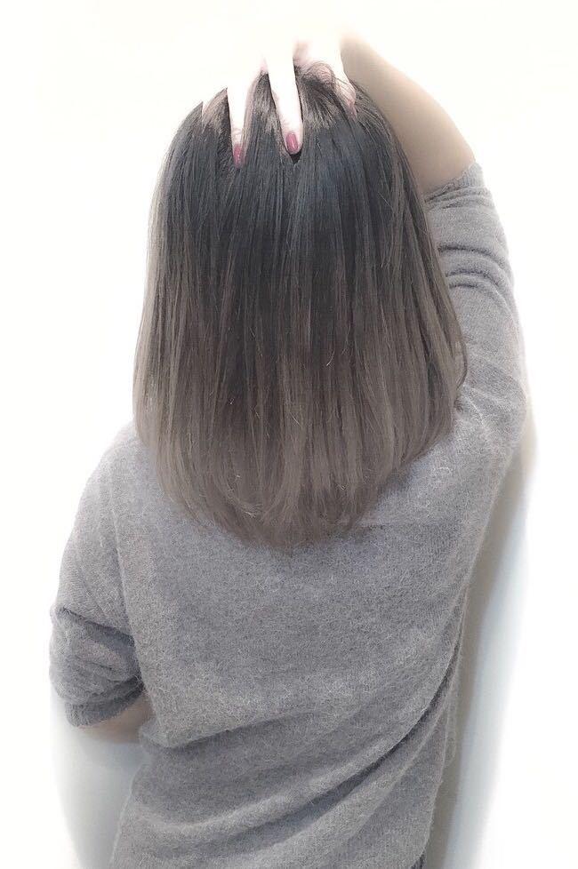スガ シュンスケさんのヘアスタイルの写真。テーマは『エフォートレス、ベビーバング、ボブ、グラデーションカラー、グラデーション、アッシュ、外国人風、外国人風カラー、グレーアッシュ、ミディアム』