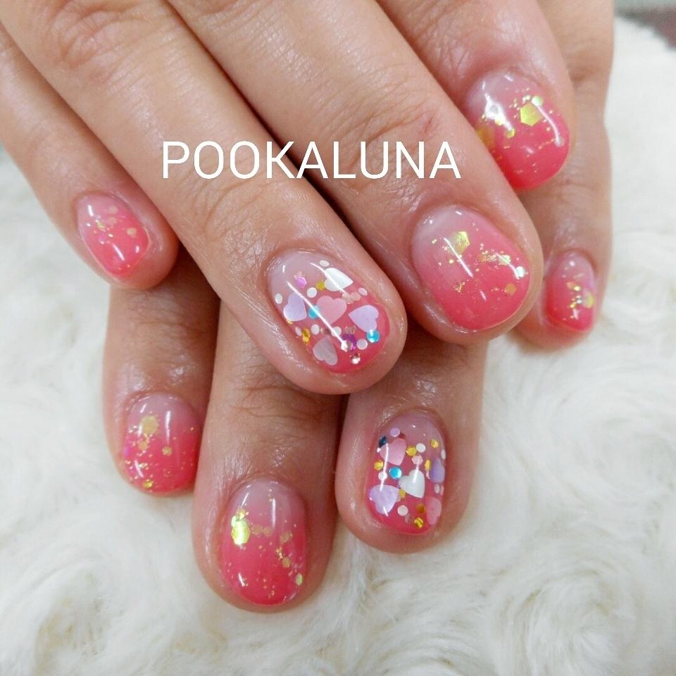 POOKALUNA  さんのネイルデザインの写真。テーマは『ピンクネイル、グラデーション、ホログラム、ハート、ハートネイル、カラグラ、キラキラ、キラキラネイル』