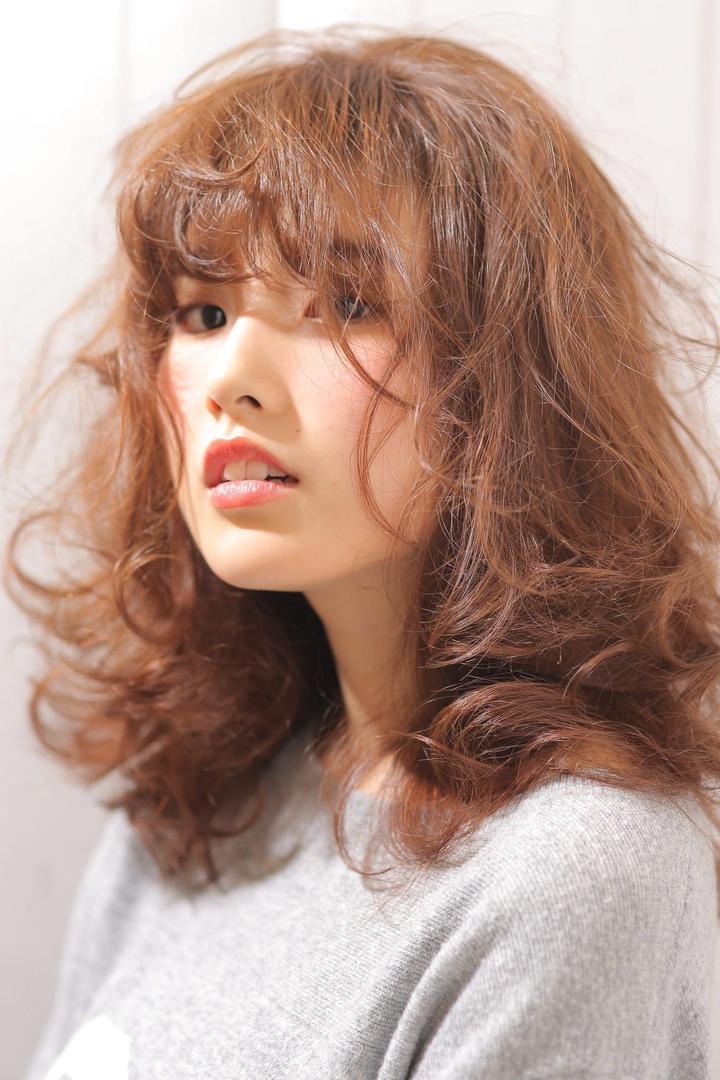 Kenji suzuki Tierraさんのヘアスタイルの写真。テーマは『エフォートレス、パーマ、春ヘア、ゆるぼさ、tierraharajuku、Tierra-j、鈴木健司、セピアカラー』