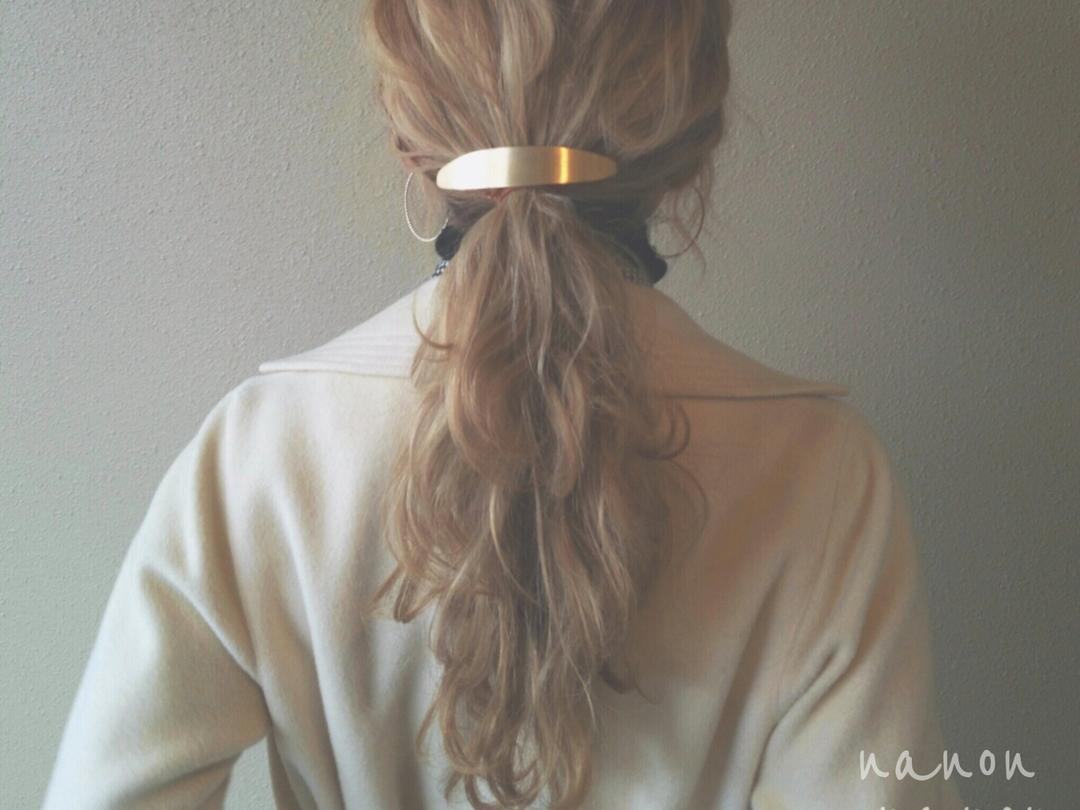 浦川 由起江さんのヘアスタイルの写真。テーマは『1つ結び、ヘアアレンジ、波ウェーブ』