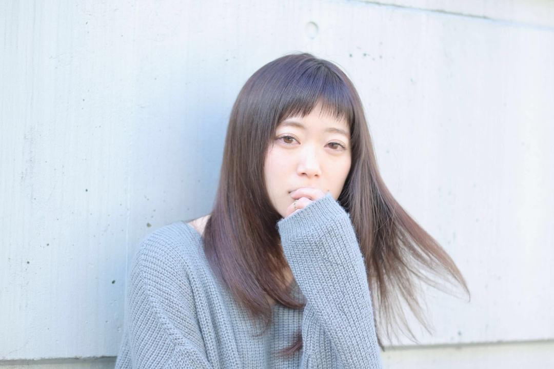 takayukiさんのヘアスタイルの写真。テーマは『ロング、セミロング、ヘアスタイル、グレージュ、暗髪、エフォートレス、ベビーバング』