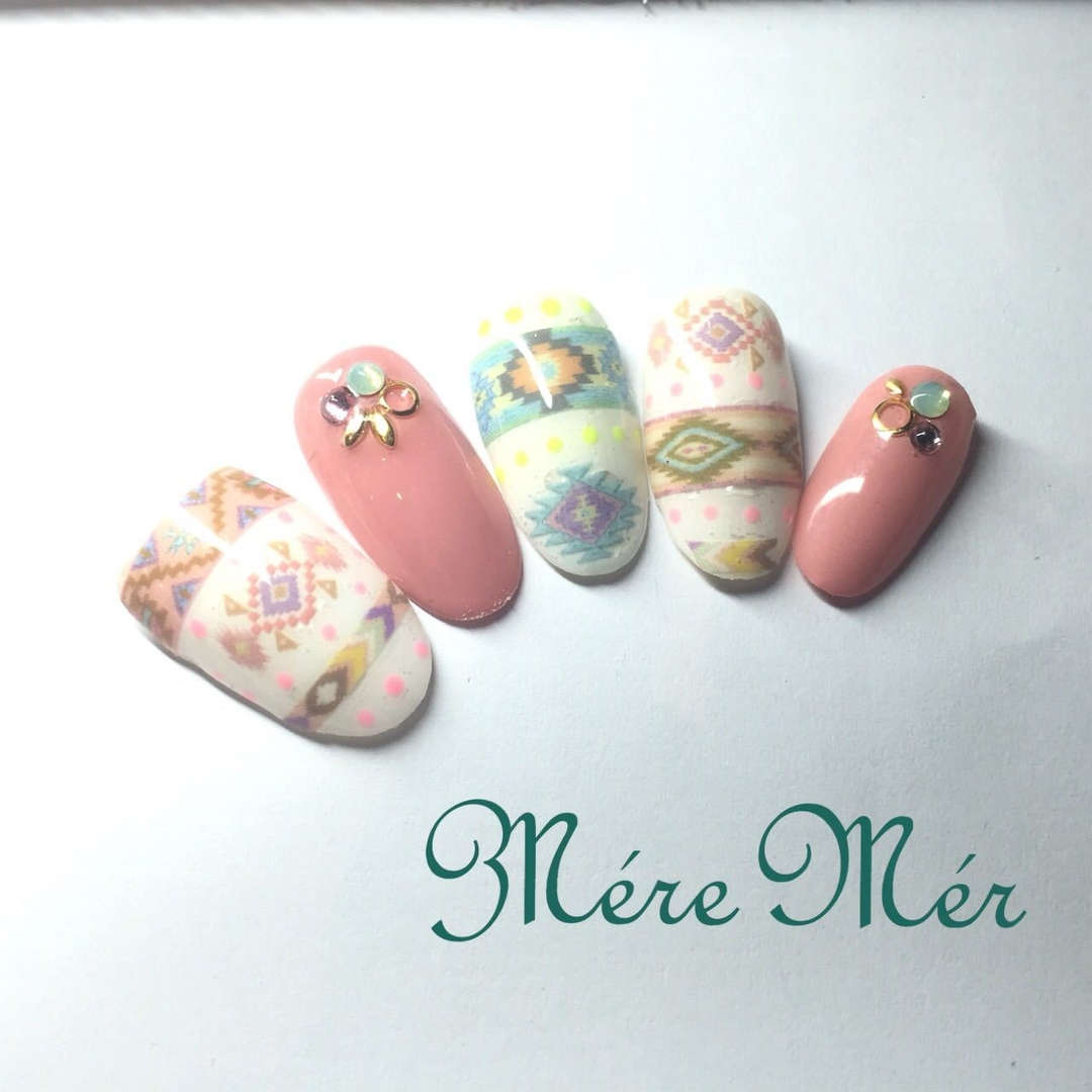 Satomi Kawamitsuさんのネイルデザインの写真。テーマは『nail、春ネイル、ジェルネイル、ネイティヴ、ピンク、リーフ、スワロフスキー』