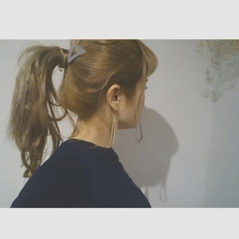 浦川 由起江さんのヘアスタイルの写真。テーマは『ヘアアレンジ、ポニーテール』