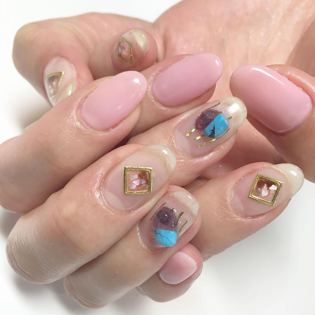 Miki Hondaさんのネイルデザインの写真。テーマは『nail、nails、nailist、nailart、nailsalon、tokyo、shibuya、fashion、life、like、love、instagood、instadaily、follow、followme、me、happy、instanail、ネイル、ネイリスト、ネイルアート、ネイルデザイン、美甲、pink、spring、春ネイル、クリアネイル、天然石、天然石ネイル』