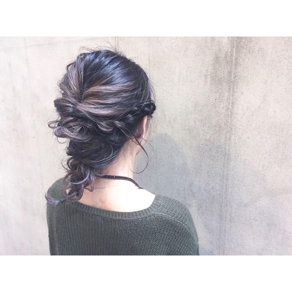 スガ シュンスケさんのヘアスタイルの写真。テーマは『ダブルカラー、ベージュ、ハイライト、グレージュ、ハイトーン、ダークトーン、透明感、外国人風、グラデーション、ヘアー、hair、ヘアアレンジ、アッシュ、暗髪、パーマ、ウェーブ、ウェーブパーマ、ニュアンスウェーブ、ワンカール、簡単スタイリング、マーメイドアッシュ、オリーブグレー、ラベンダー、ピンク、マッシュ、ショートヘアー、ショートボブ、ストレートパーマ、縮毛矯正、おフェロ、アレンジ、お呼ばれヘア、外ハネ、ミディアム、セミロング、ロング、春ヘア、ゆるぼさ、耳掛け、アッシュグレージュ、ナチュラル、大人かわいい、ゆるふわ、エフォートレス』