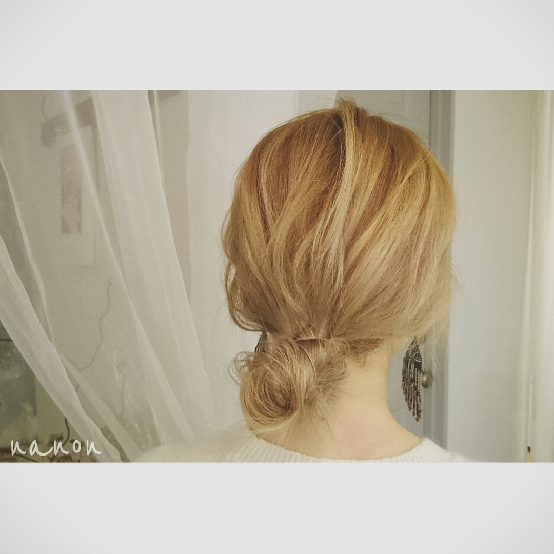 浦川 由起江さんのヘアスタイルの写真。テーマは『ヘアアレンジ、おだんごヘア、ルーズ』