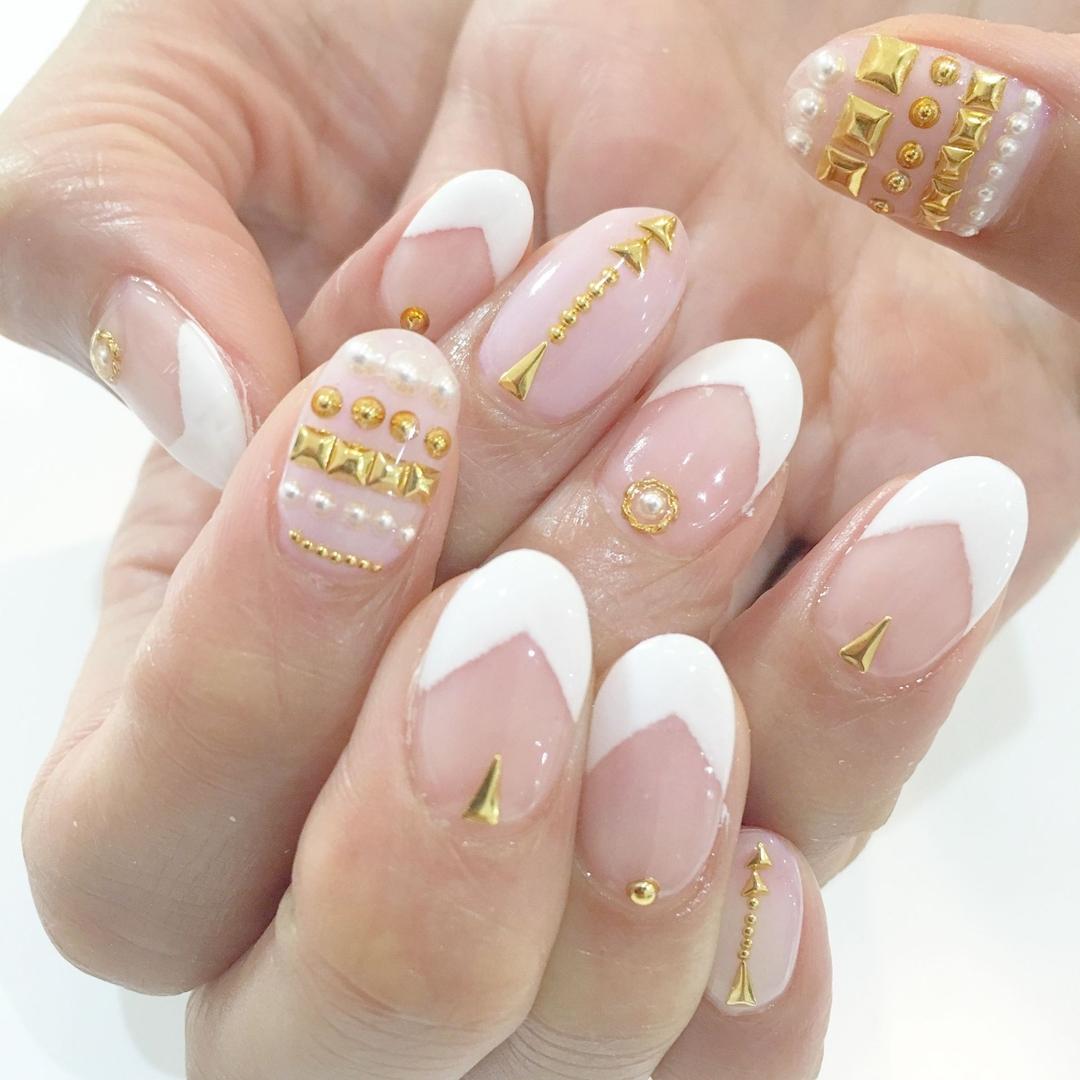 Miki Hondaさんのネイルデザインの写真。テーマは『nail、nails、nailist、nailart、nailsalon、tokyo、shibuya、fashion、life、like、love、instagood、instadaily、follow、followme、me、happy、instanail、ネイル、ネイリスト、ネイルアート、ネイルデザイン、美甲、spring、春ネイル、フレンチ、オフィスネイル、スタッズ、スタッズネイル』