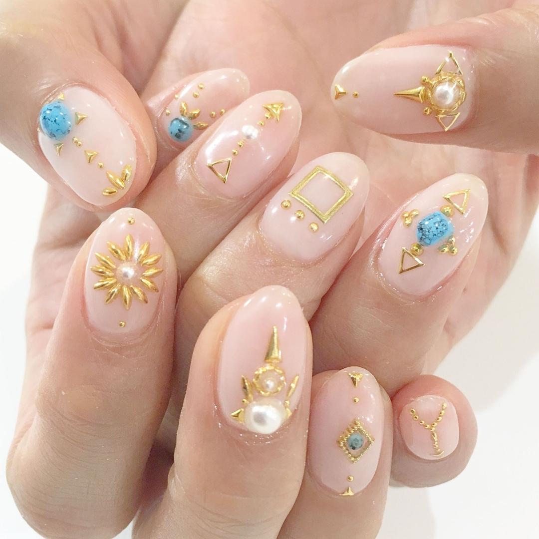 Miki Hondaさんのネイルデザインの写真。テーマは『nail、nails、nailist、nailart、nailsalon、tokyo、shibuya、fashion、life、like、love、instagood、instadaily、follow、followme、me、happy、instanail、ネイル、ネイリスト、ネイルアート、ネイルデザイン、美甲、spring、春ネイル、フレンチ、スタッズネイル、スタッズ』