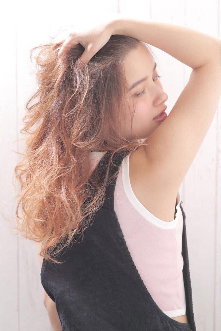 Kenji suzuki Tierraさんのヘアスタイルの写真。テーマは『レイヤー、グラデーションカラー、春ヘア、外人風、ハイライト、ロングヘア、Tierraharajuku、抜け感』