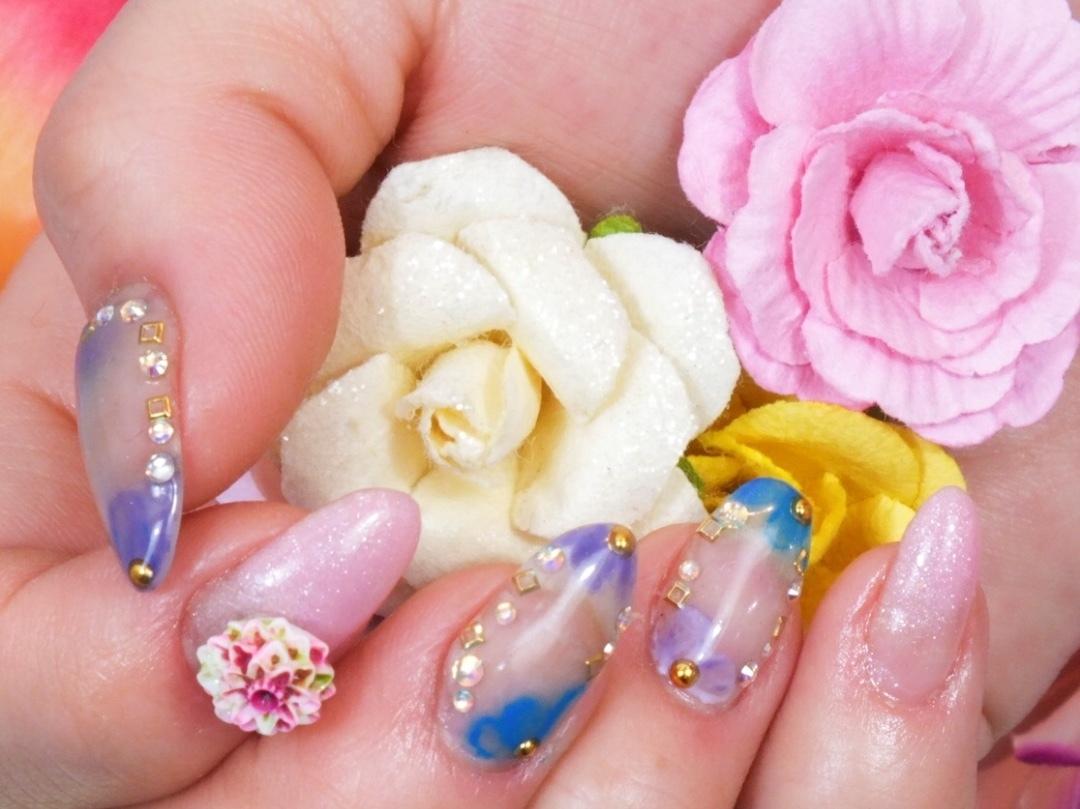 visca店長  YUKIさんのネイルデザインの写真。テーマは『フラワー、お花、ピンク、ブルー、紫、鹿児島visca、鹿児島ビスカ』
