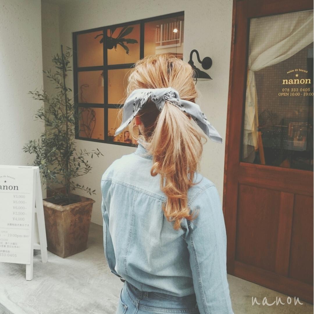 浦川 由起江さんのヘアスタイルの写真。テーマは『バンダナアレンジ、バンダナヘア、バンダナ1つ結び、ヘアアレンジ、春ヘア』