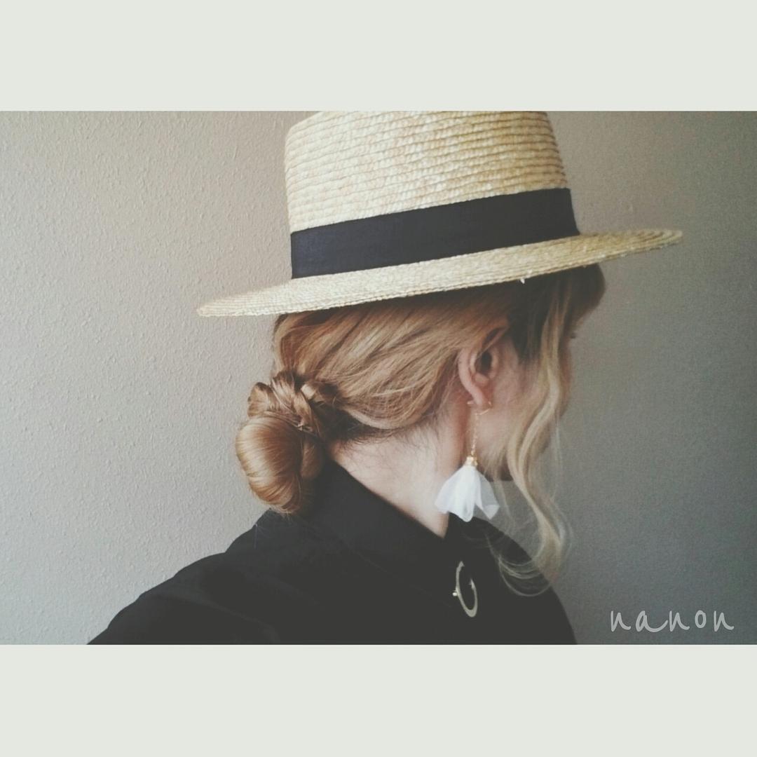 浦川 由起江さんのヘアスタイルの写真。テーマは『カンカン帽とおだんごヘアアレンジ、おだんごヘア、ヘアアレンジ、カンカン帽、おだんご』