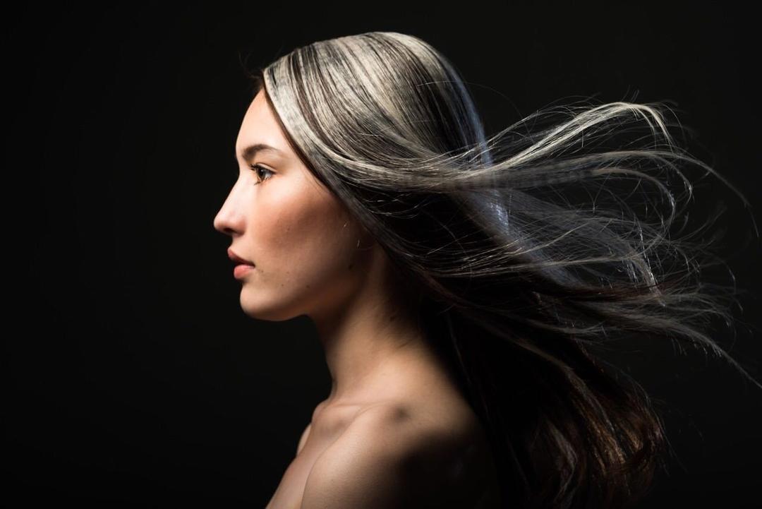 栗原貴史さんのヘアスタイルの写真。テーマは『クリエイティブ、mode、ヘアスタイル、PEEKABOO』