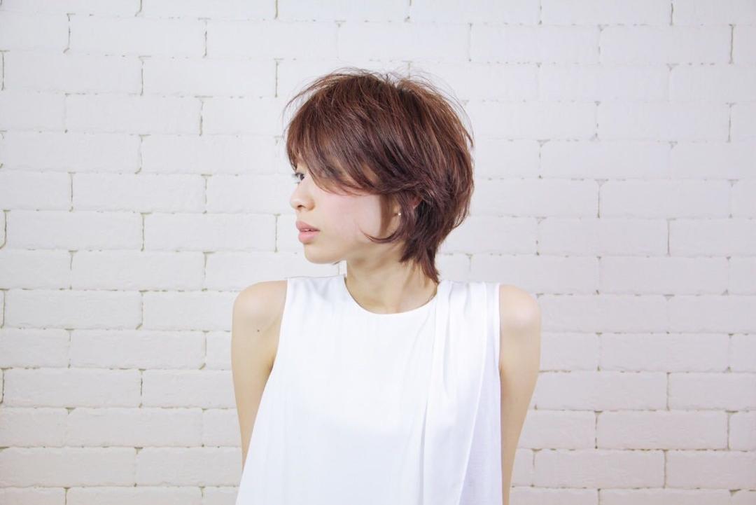 栗原貴史さんのヘアスタイルの写真。テーマは『ヘアスタイル、トレンド、PEEKABOO、夏オススメ』