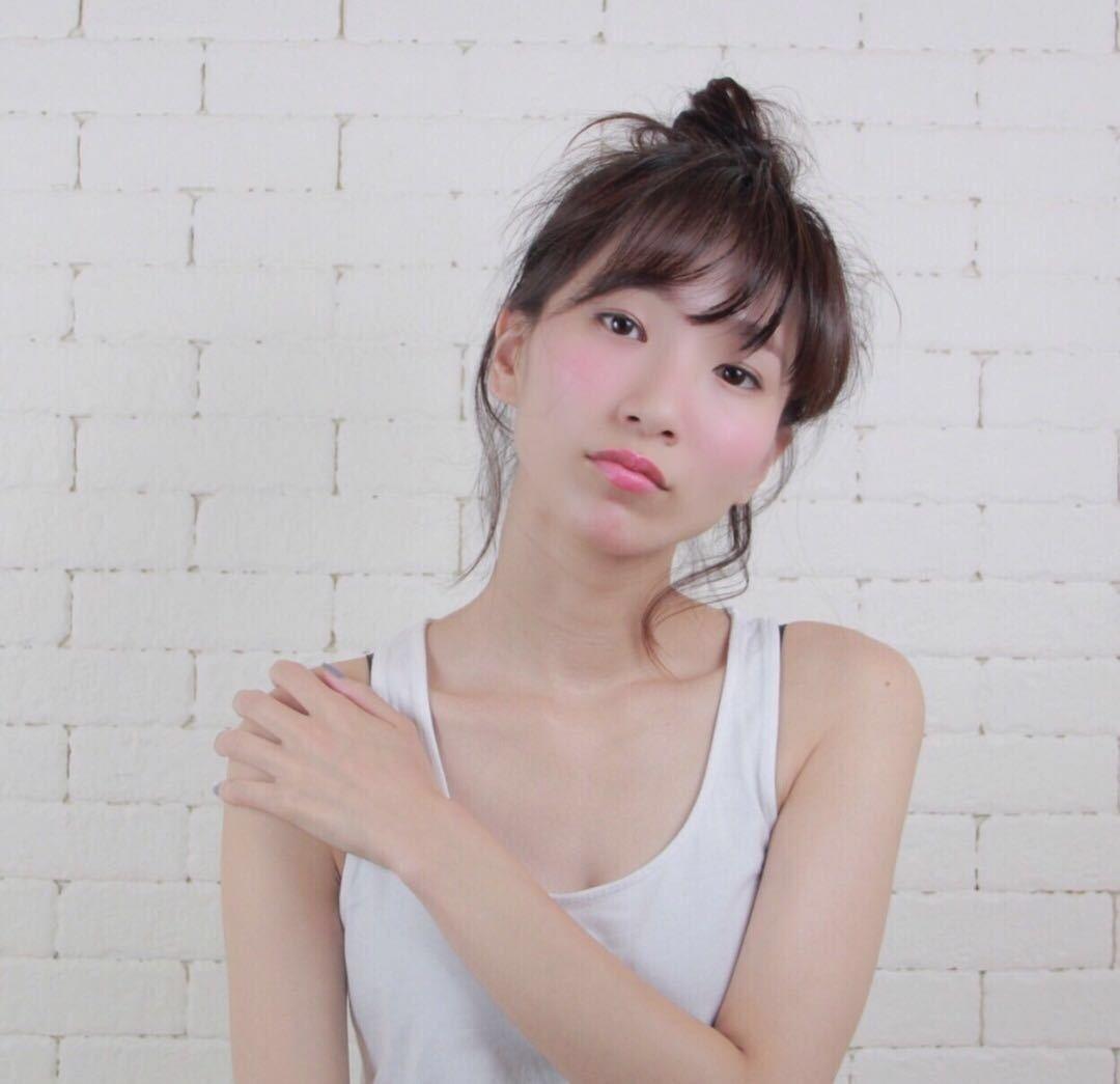 岩崎 桃子さんのヘアスタイルの写真。テーマは『ヘアアレンジ、夏オススメ、メイク、チーク』