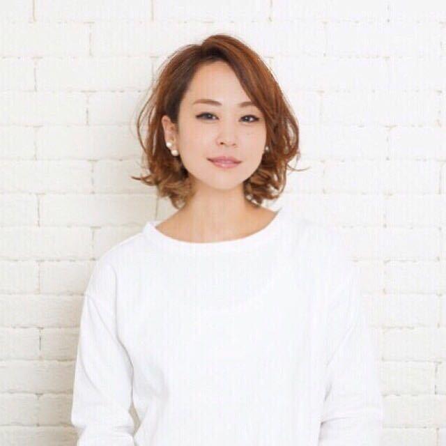 岩崎 桃子さんのヘアスタイルの写真。テーマは『ヘアスタイル、PEEKABOO、ボブ、ベージュカラー』
