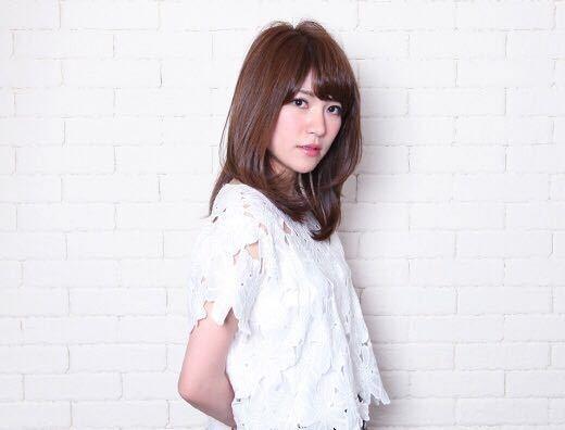 岩崎 桃子さんのヘアスタイルの写真。テーマは『ヘアスタイル、PEEKABOO、夏オススメ、トレンド』