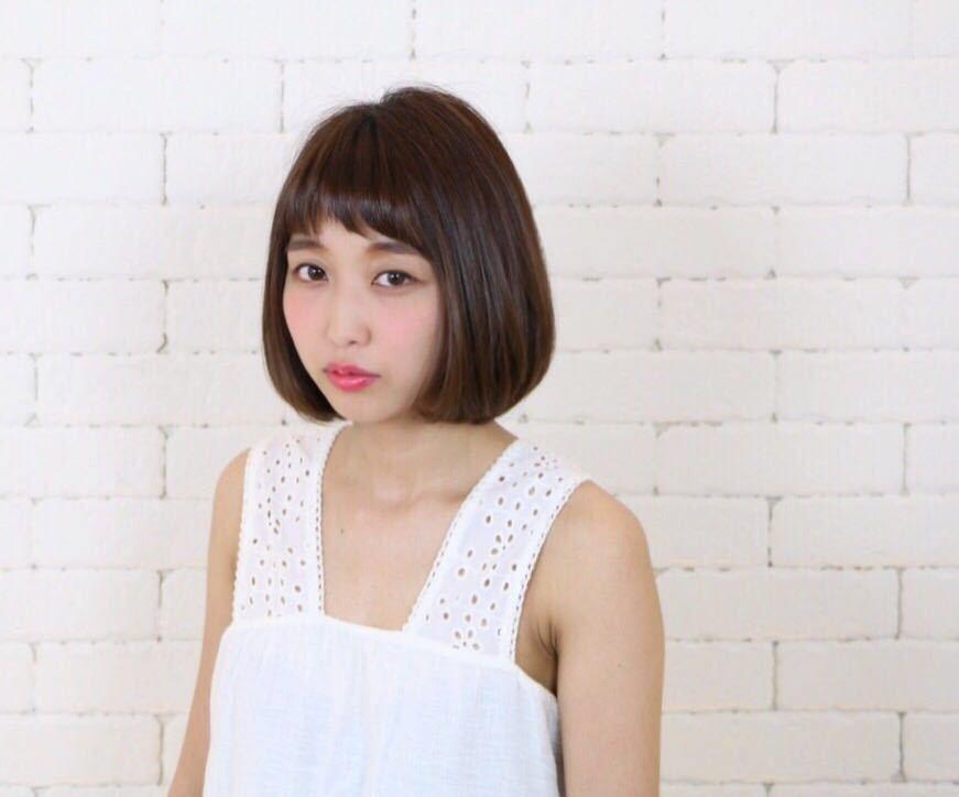 岩崎 桃子さんのヘアスタイルの写真。テーマは『ヘアスタイル、ボブ、PEEKABOO、トレンド、ナチュラル、アッシュ』