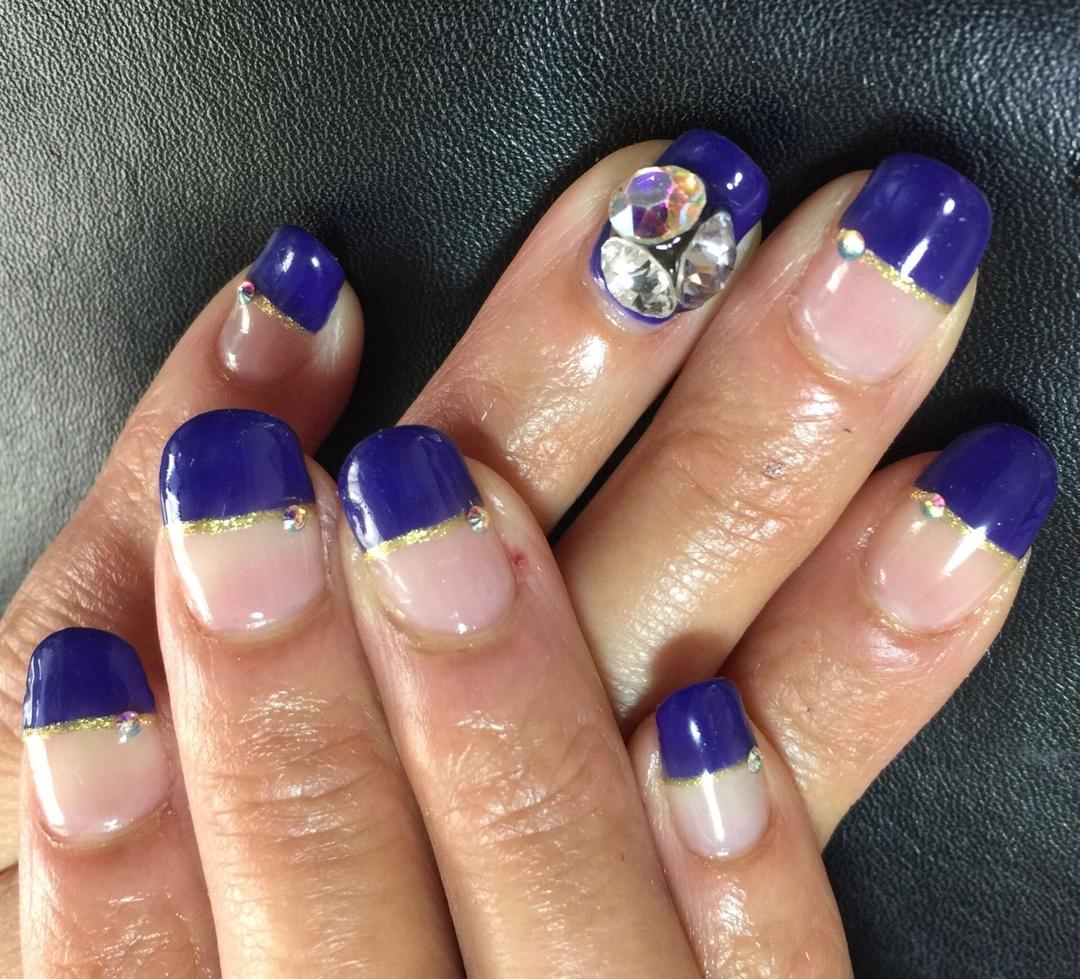 Satomi Kawamitsuさんのネイルデザインの写真。テーマは『ハーフフレンチ、nail、スワロフスキー、ビジューネイル』