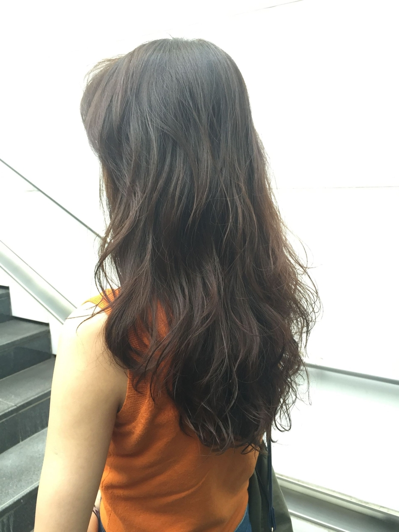 薄井 光弘さんのヘアスタイルの写真。テーマは『外国人風、リアルパーマ、グレージュ、透明感』