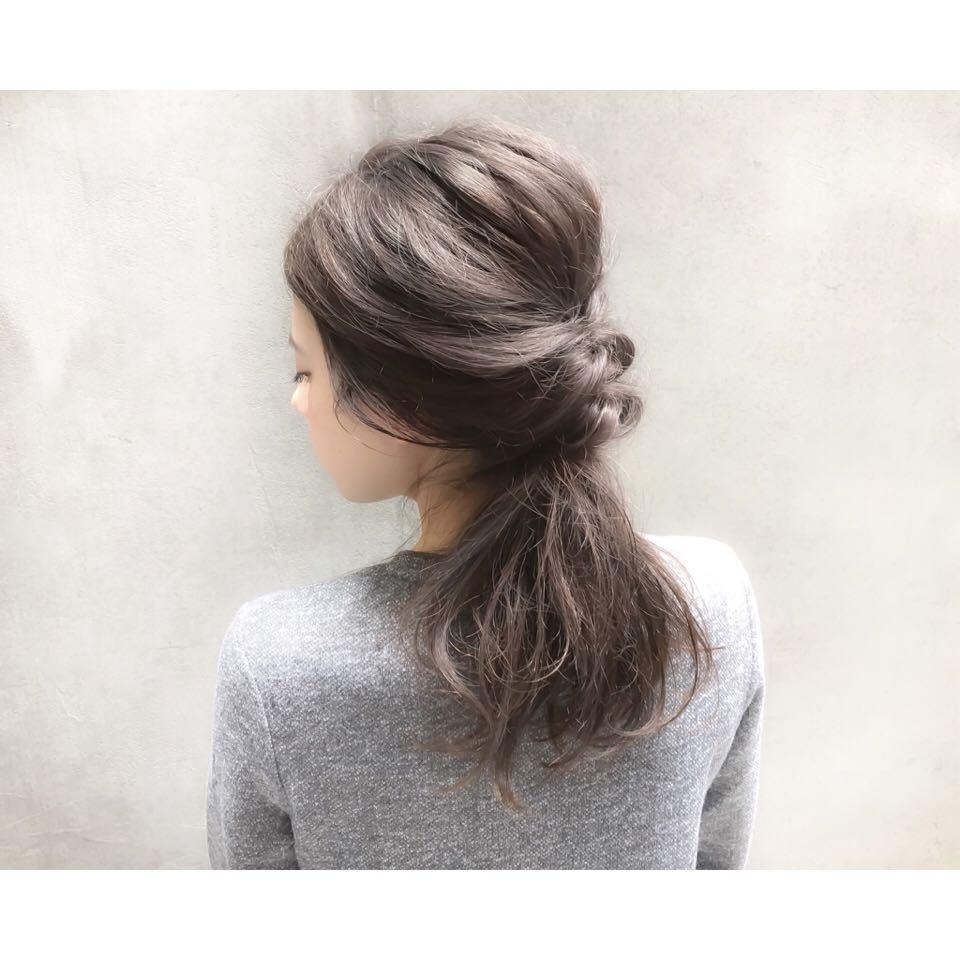 ロングに人気の髪色アッシュグレーにするだけでかっこ良くキマります