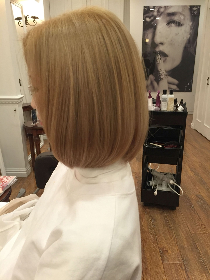 薄井 光弘さんのヘアスタイルの写真。テーマは『透明感、グレージュ、外国人風』