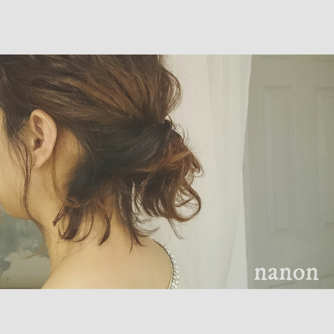浦川 由起江さんのヘアスタイルの写真。テーマは『ボブアレンジ、後れ毛』