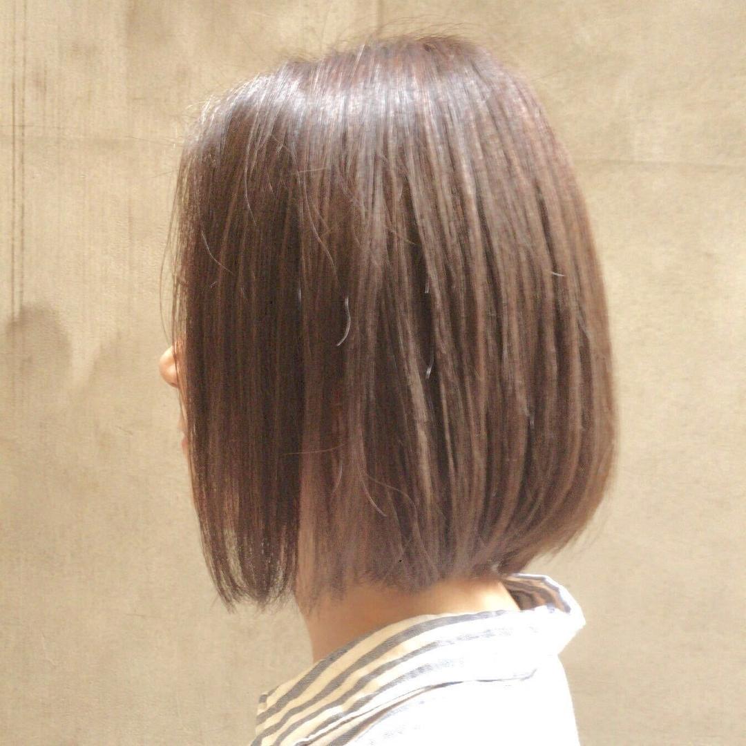 Kenji suzuki Tierraさんのヘアスタイルの写真。テーマは『イルミナカラー、tierraharajuku、ナチュラル、ベージュカラー、ボブ、夏ヘア、ボブ得意です、前下がりボブ、エフォートレス』