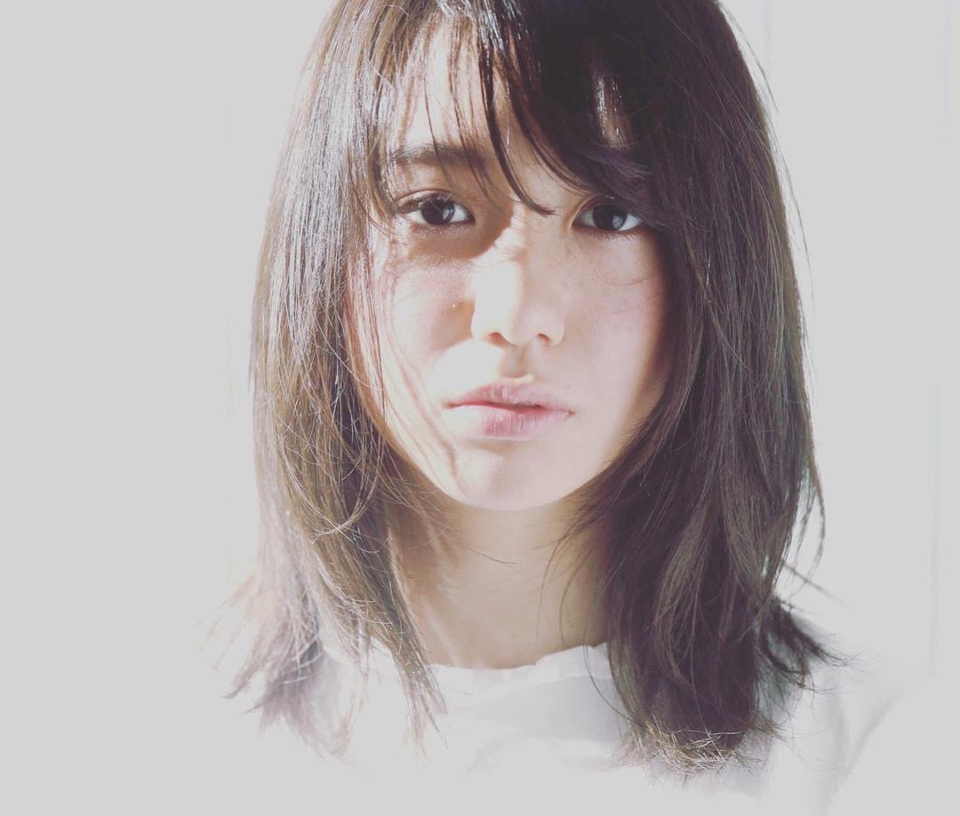 Kenji suzuki Tierraさんのヘアスタイルの写真。テーマは『切りっぱなし、イルミナカラー、長めボブ、ウザバング、ナチュラル、tierraharajuku、エフォートレス』