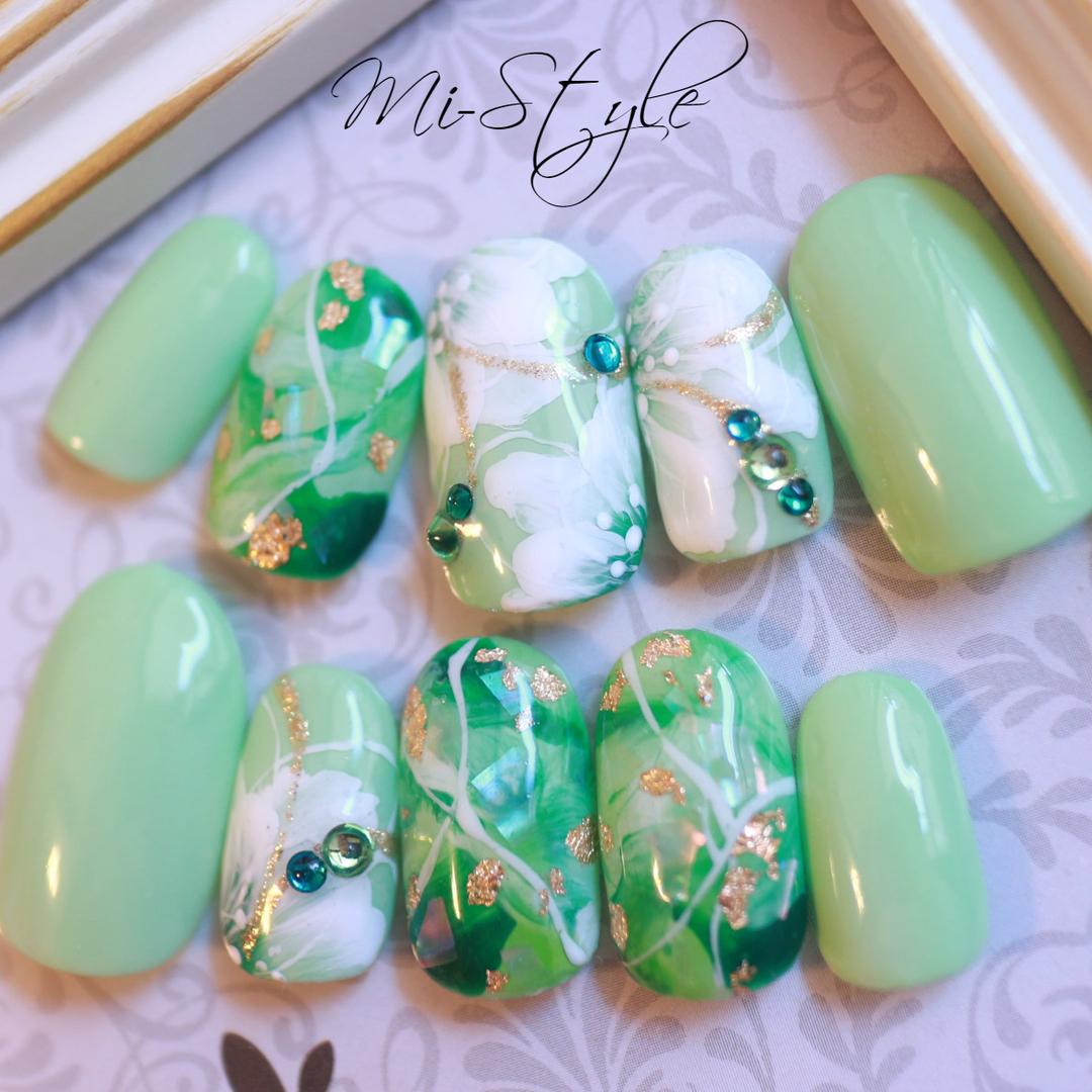 ネイルデザイン 春 緑