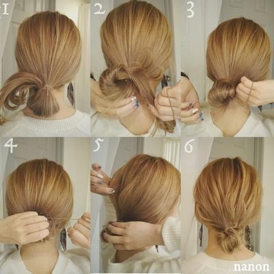 *セルフヘアアレンジレシピ* 《解説》 ①下の位置で1つに結び、 結んだ毛先は出さずにおいておく。 ②毛先をゴムに巻きつける。 ③ぐっとしめておだんごを作る。 ④おだんごを固定するように ゴムで結ぶ。 ⑤おだんご部分を持って 少しずつ束を摘んでひっぱりくずす。 ポイント: はじめに後頭部の真ん中の髪から 引っ張るとバランスがとりやすいです。 ⑥あっという間に完成でーす