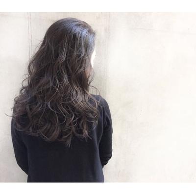 オレンジっぽく抜けた髪の毛にスモークアッシュをのせて* #ダブルカラー #ベージュ #ハイライト #グレージュ #ダークトーン #透明感 #外国人風 #グラデーション #ヘアー #hair #ヘアアレンジ #アッシュ #グレージュ #暗髪 #パーマ #ウェーブ #ウェーブパーマ #ニュアンスウェーブ  #マーメイドアッシュ #オリーブグレー #ラベンダー #ピンク #おフェロ #外ハネ #セミロング #ロング #春ヘア #ゆるぼさ #耳掛け #アッシュグレージュ #ナチュラル #大人かわいい #ゆるふわ #エフォートレス #春カラー #抜け感
