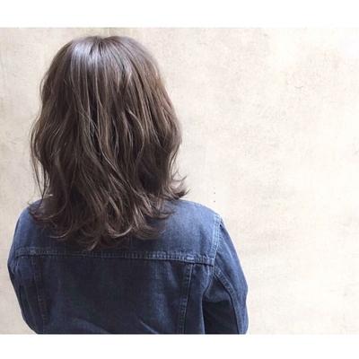 お仕事の規定上あまり明るくできないので、暗めのブルージュカラーに*  #ダブルカラー #ベージュ #ハイライト #グレージュ #ハイトーン #ダークトーン #透明感 #外国人風 #グラデーション #ヘアー #hair #ヘアアレンジ #アッシュ #グレージュ #暗髪 #ダークさ #パーマ #ウェーブ #ウェーブパーマ #ニュアンスウェーブ #ワンカール #簡単スタイリング #マーメイドアッシュ #オリーブグレー #おフェロ  #外ハネ#ミディアム #セミロング #ロング  #春ヘア #ゆるぼさ #耳掛け #アッシュグレージュ #ナチュラル #大人かわいい #ゆるふわ #エフォートレス #春カラー #抜け感 #ブルージュ