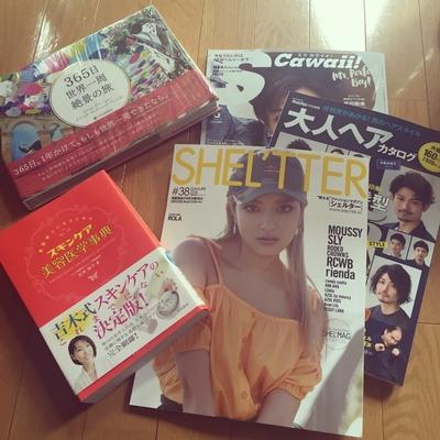 今月の雑誌や本🤓 ご自由にどうぞ  #shelter #メンズ大人ヘア#世界一周#エスカワ#スキンケア#美容医学事典#雑誌#book