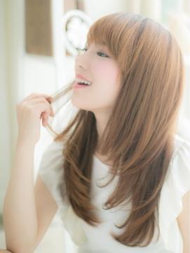 【失敗しないコツ】縮毛矯正とストレートパーマの違いとは?美容室の予約前におさらい