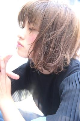 イルミナカラーをした柔らかいボブスタイルです!! ラフに動く毛先がオシャレさアップ‼️  #長めボブ #ナチュラル #tierraharajuku #ウザバング #イルミナカラー #ベージュカラー #夏ヘア #ボブ #切りっぱなし #エフォートレス