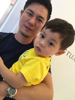 パパとお子様のカット‼️ 可愛すぎますね(^-^) なんだかホッとする瞬間です。笑  繋がりに感謝ですね‼️(^-^)
