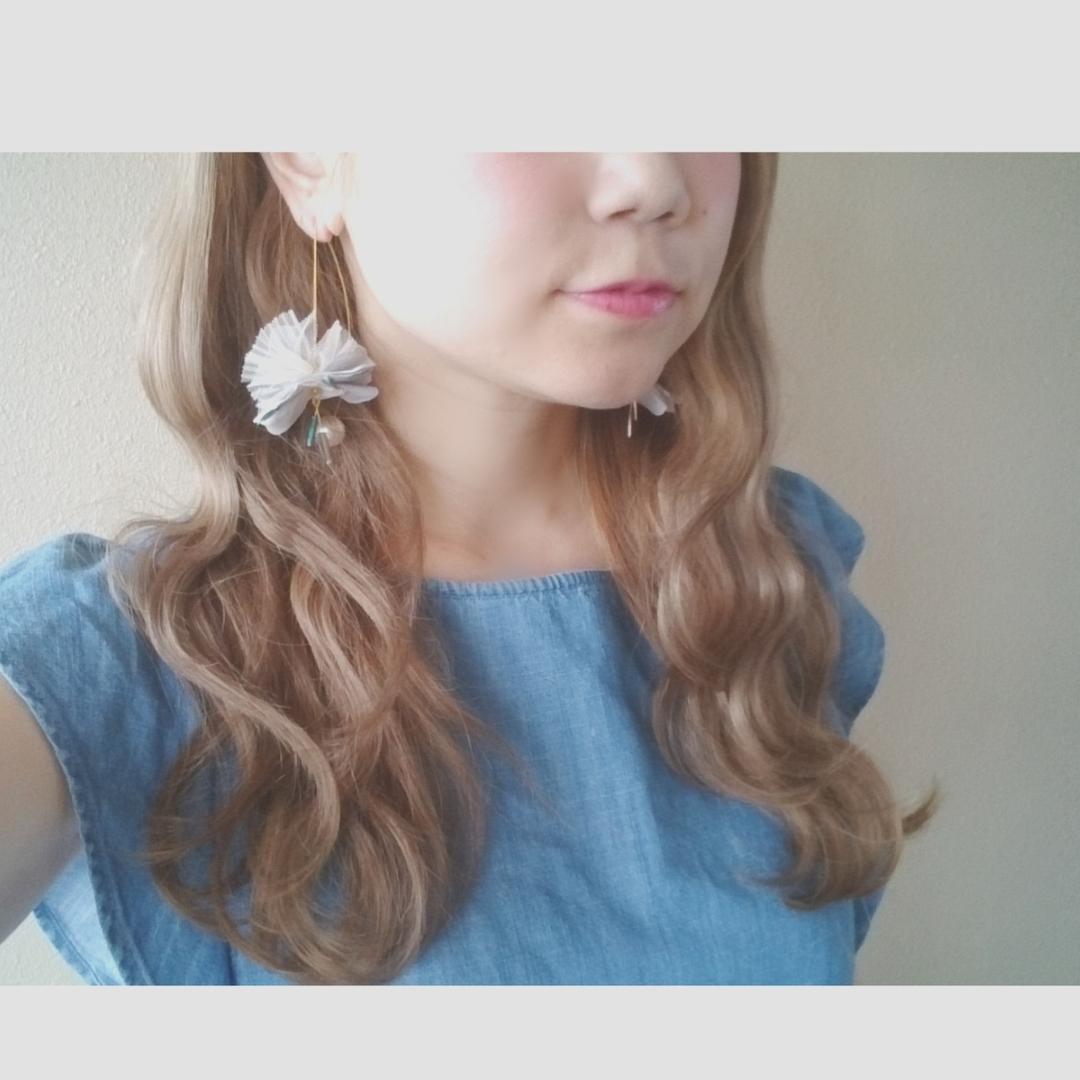 浦川 由起江さんのヘアスタイルの写真。テーマは『グレージュ、波ウェーブ、ロングヘア』