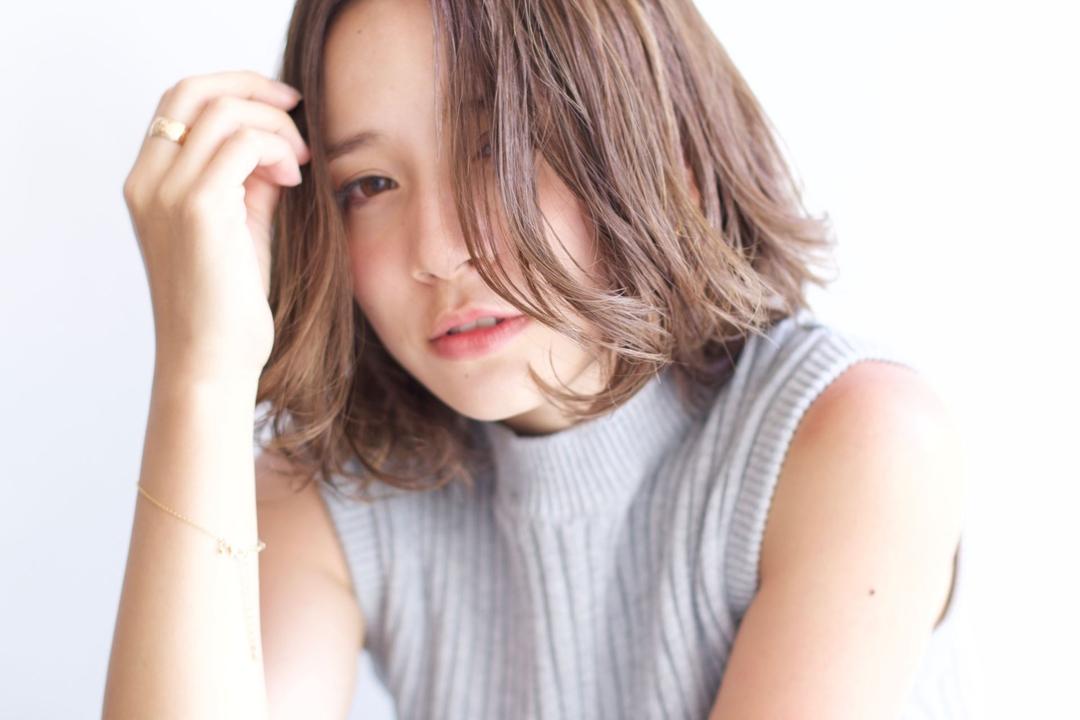 黒澤貴裕 SORA広尾さんのヘアスタイルの写真。テーマは『ボブ、グレージュ、ハイトーン、ハイライト、センターパート』