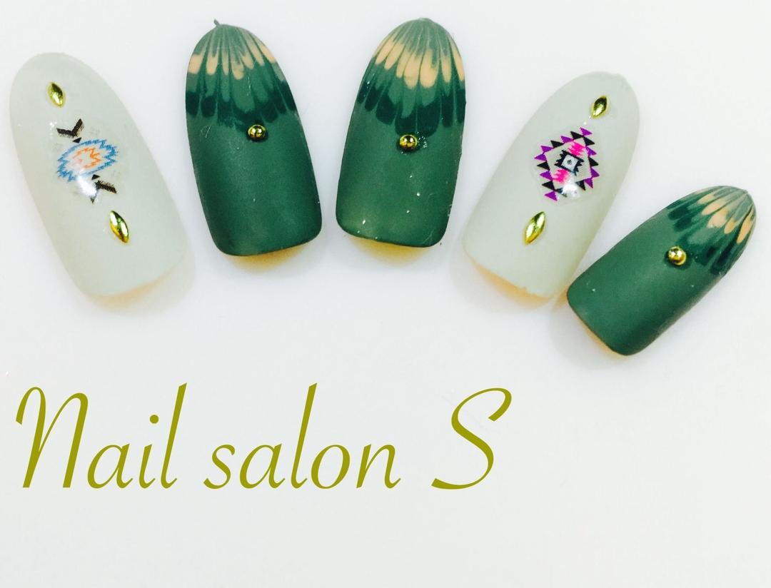 Nail salon S スタッフ sakiさんのネイルデザインの写真。テーマは『マットネイル、ピーコック、ネイティヴ、nail、新宿ネイルサロン、池袋ネイルサロン、秋モード、シェルネイル』