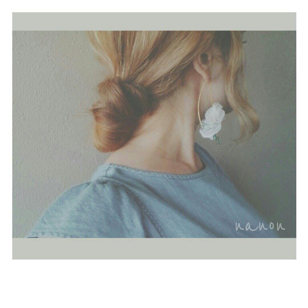 浦川 由起江さんのヘアスタイルの写真。テーマは『ヘアアレンジ、おだんごヘア、シニヨン、ルーズおだんご』