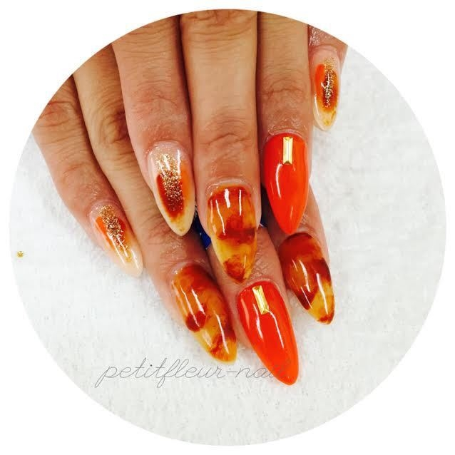 プティフル*naoさんのネイルデザインの写真。テーマは『べっ甲ネイル、べっ甲、オレンジ、ゴールド、大人ネイル、大人、エレガント、残りの秋を楽しむネイル』