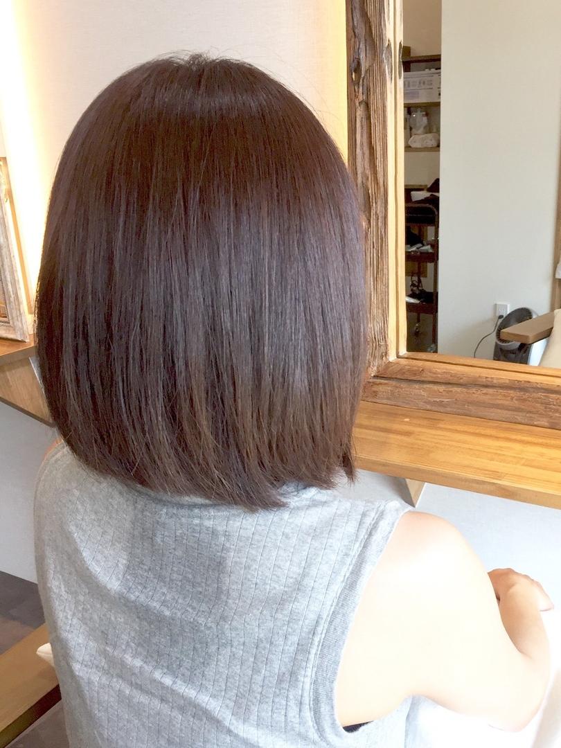 美香さんのヘアスタイルの写真。テーマは『イルミナカラー、カラー、ミディアム、ストレートヘア、ボブスタイル、オーキッド』