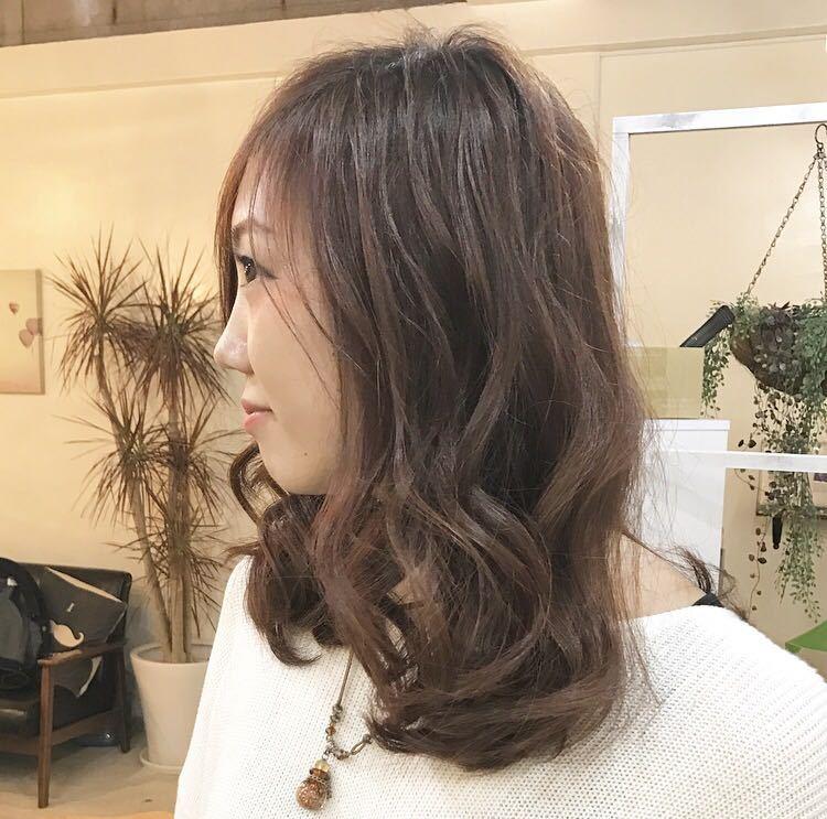 YUSUKE NAKAMURAさんのヘアスタイルの写真。テーマは『重め、外国人風、tredina、カラー、カット、セミロング、hair2016w』